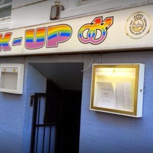 Pick Up Gay Bar